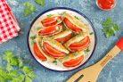Ушки с колбасой и помидорами