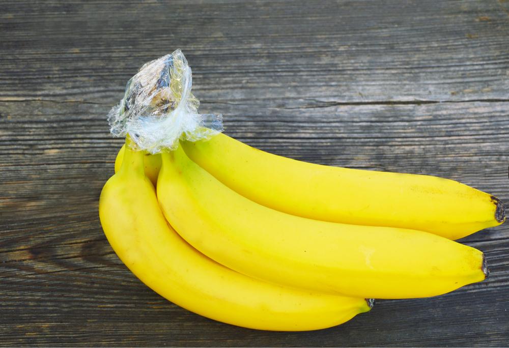 Плодоножки бананов в пищевой пленке