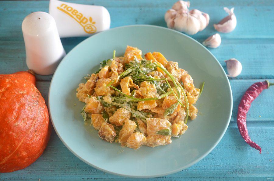Салат с тыквой, руколой и кедровыми орешками