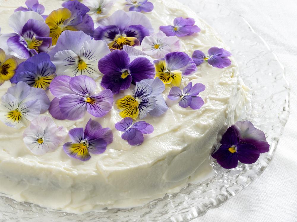 Бисквитный торт с цветами