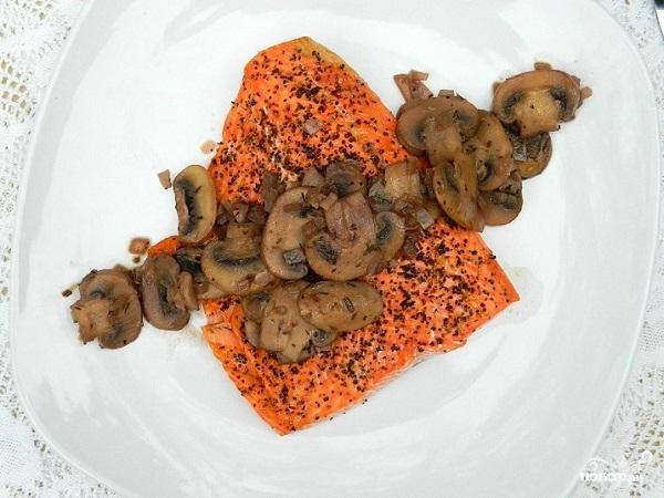 Семга с грибами