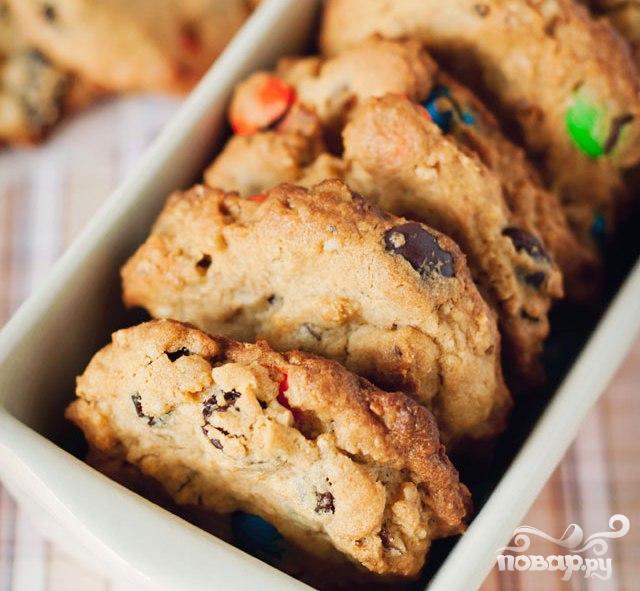 Рецепт Печенье с изюмом, орехами и M&M's