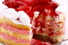 Пирог с клубникой и сливками