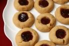 Печенье с вареньем и арахисом