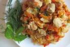 Капуста, тушенная с курицей и помидорами