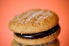 Печенье с арахисовым маслом и шоколадной начинкой