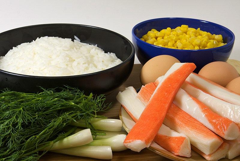 салат на новый год с кукурузой и крабовыми палочками