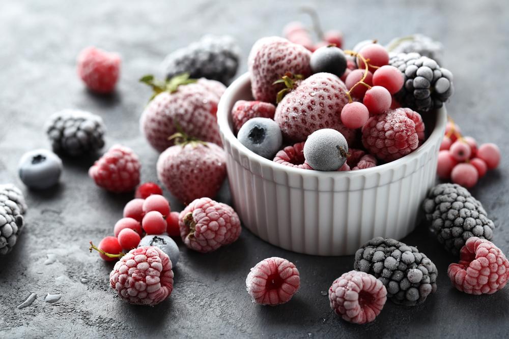 Замороженные ягоды: клубника, малина, смородина, черника, ежевика