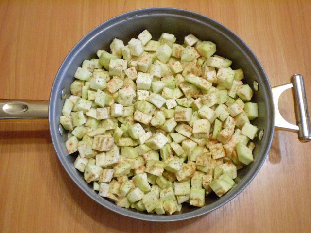 Баклажаны жареные с чесноком и сметаной