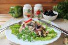 Салат с кальмарами и черносливом