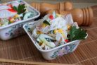 Салат с фунчозой и крабовыми палочками
