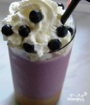 Молочный коктейль с черникой