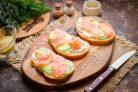 Бутерброды с форелью и творожным сыром