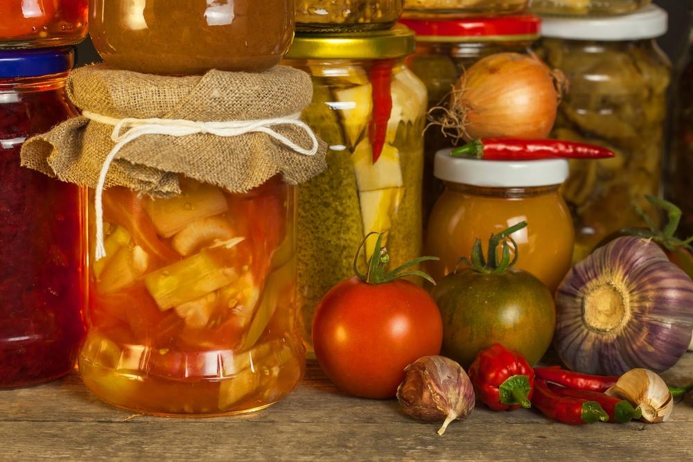 Домашние закатки (консервы) из огурцов и помидоров