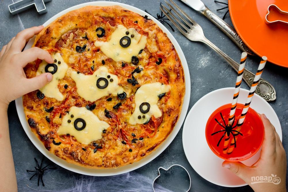 Пицца с привидениями из сыра