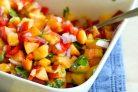 Салат с персиками и овощами