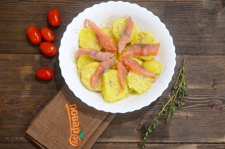 Салат из картофеля с форелью
