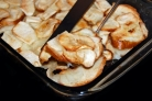 Яблоки, запеченные с черствым хлебом