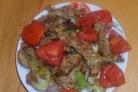 Cвинина с помидорами на сковороде