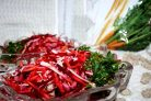Салат с красной соленой рыбой и отрубями