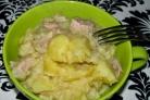 Тушеная картошка и мясо в кастрюле