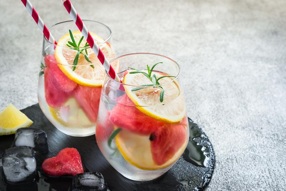 Столовая вода с арбузом и лимоном