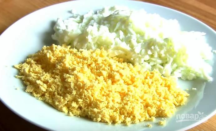 Слоеный салатик с курицей и киви