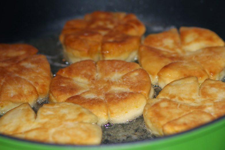 Как приготовить пышки на сковороде с фото