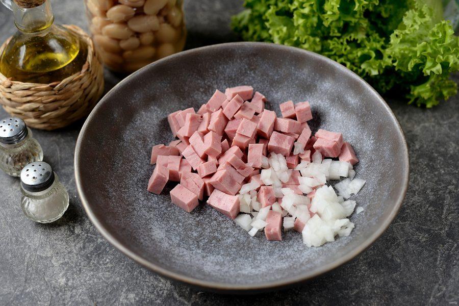 Салат с фасолью, ветчиной и грибами