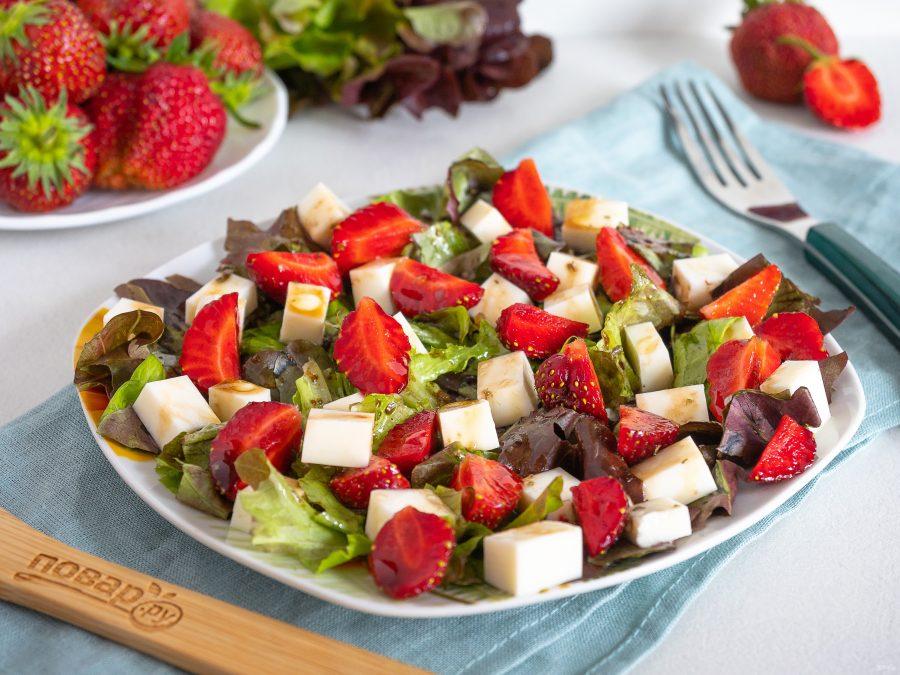 Легкий салат с сыром и зеленью