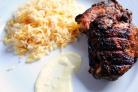 Курица с приправами и чесночным соусом
