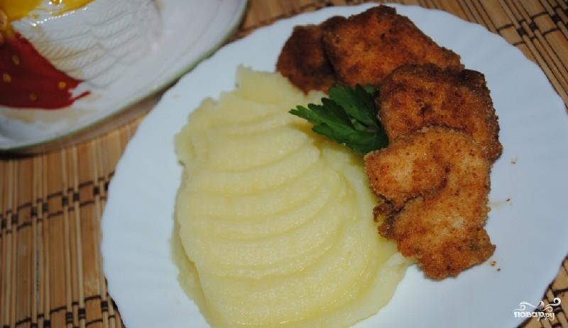 Можно подавать с итальянским песто, сметанным, сырным или другим вашим любимым соусом.
