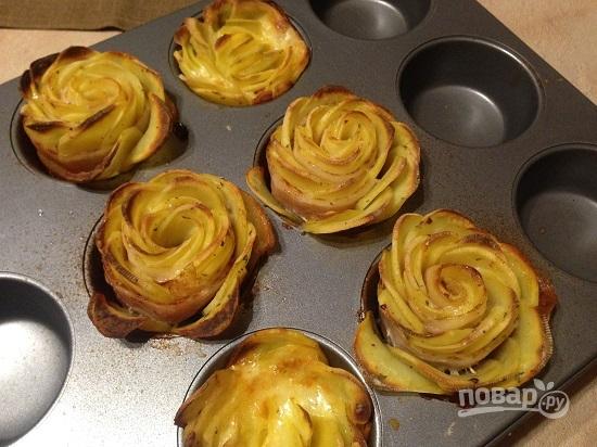 Розы из картофеля с беконом