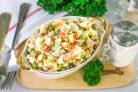 Салат с крабовыми палочками и овощами