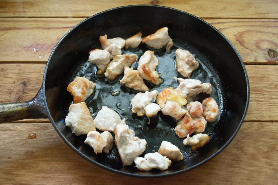 Мясо с черносливом тушеное