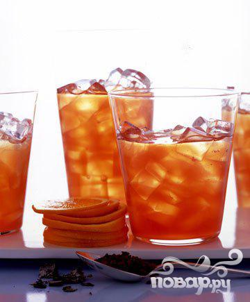 Холодный чай с малиной и шиповником