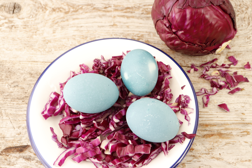 Окрашивание яиц краснокочанной капустой
