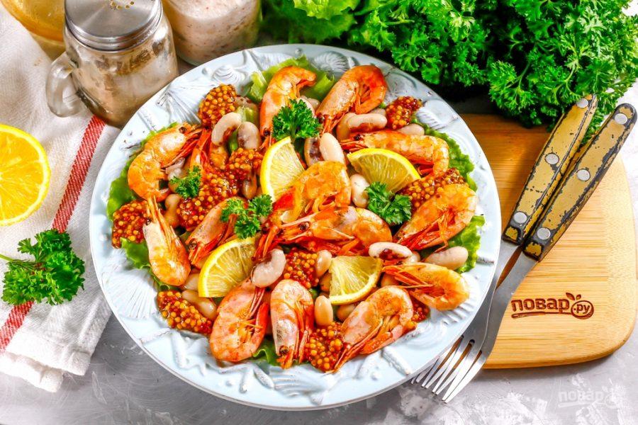 Салат с фасолью и креветками