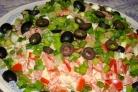 Салат из риса, помидоров и огурцов