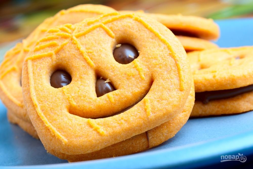 Бисквитное печенье в виде тыквы