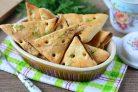Сырное печенье из слоеного теста