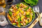 Салат с авокадо, манго и креветками