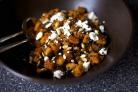 Салат с тыквой, чечевицей и козьим сыром