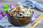 Салат из куриных сердечек с маринованным луком