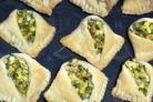 Хачапури с творогом и зеленью