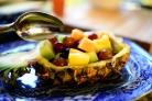 Ананасовые лодочки с фруктами