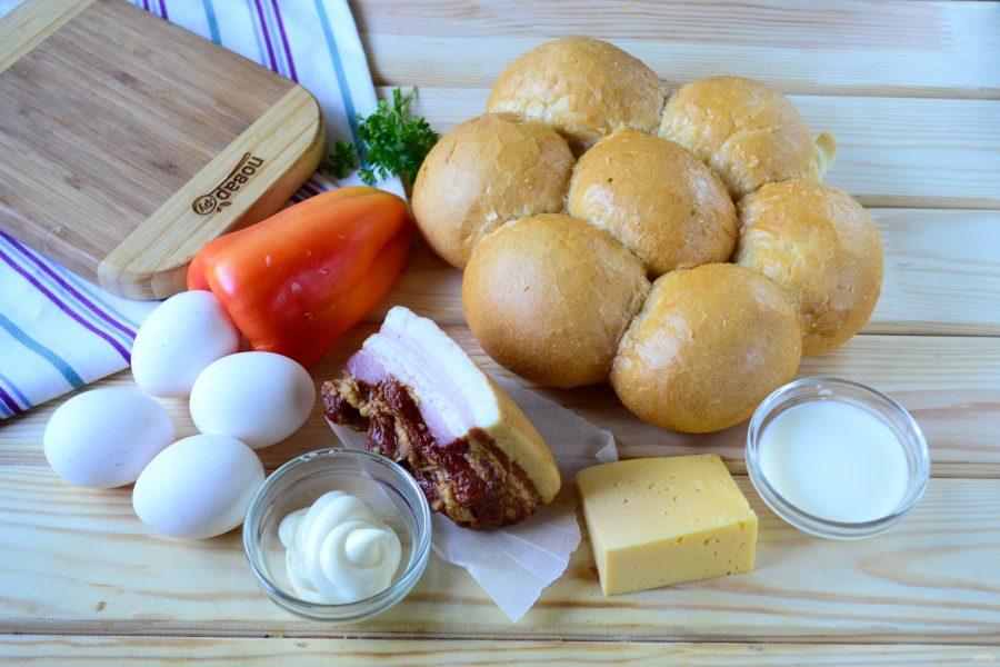 Сырные булочки с яйцом и беконом