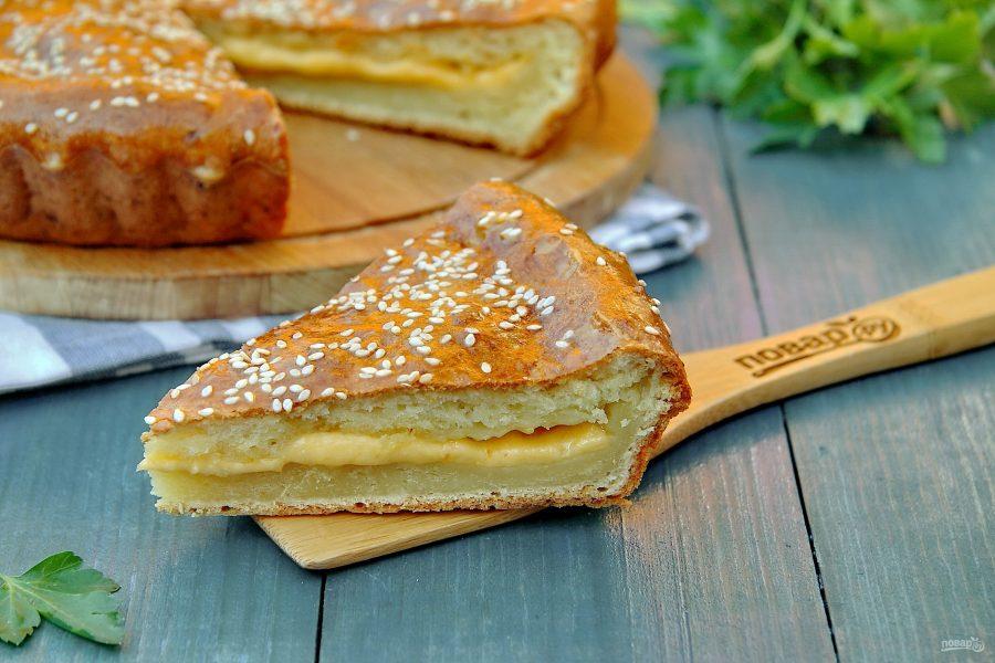 Пирог из творожного теста с сыром