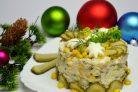 Салат с кукурузой, рисом и копченой скумбрией