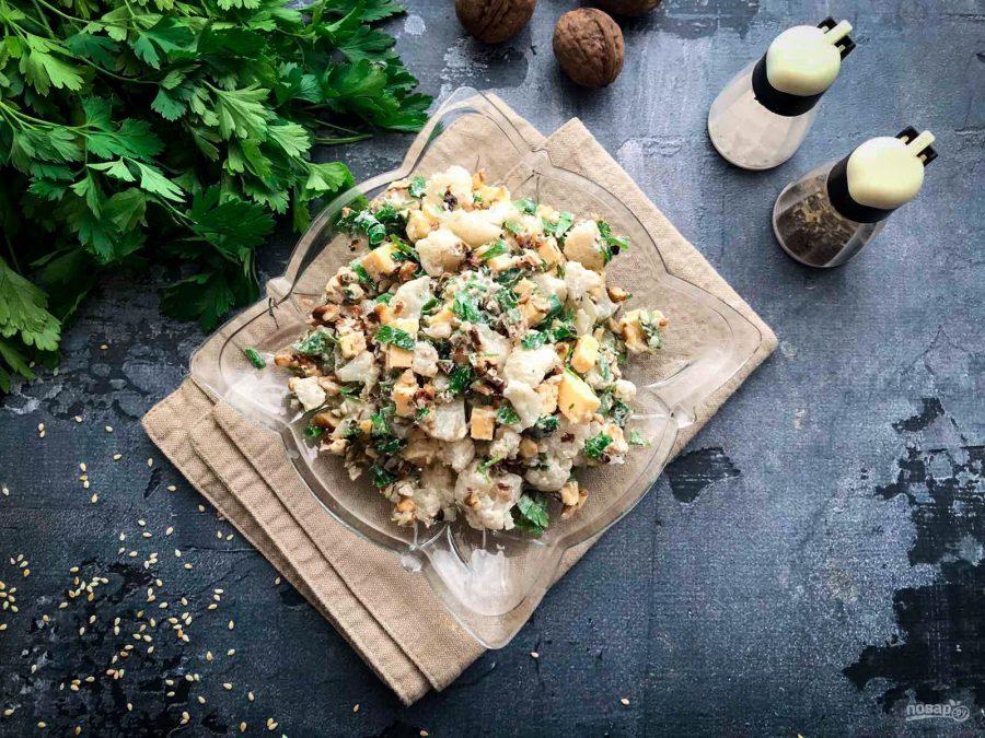 Салат с сыром и цветной капустой